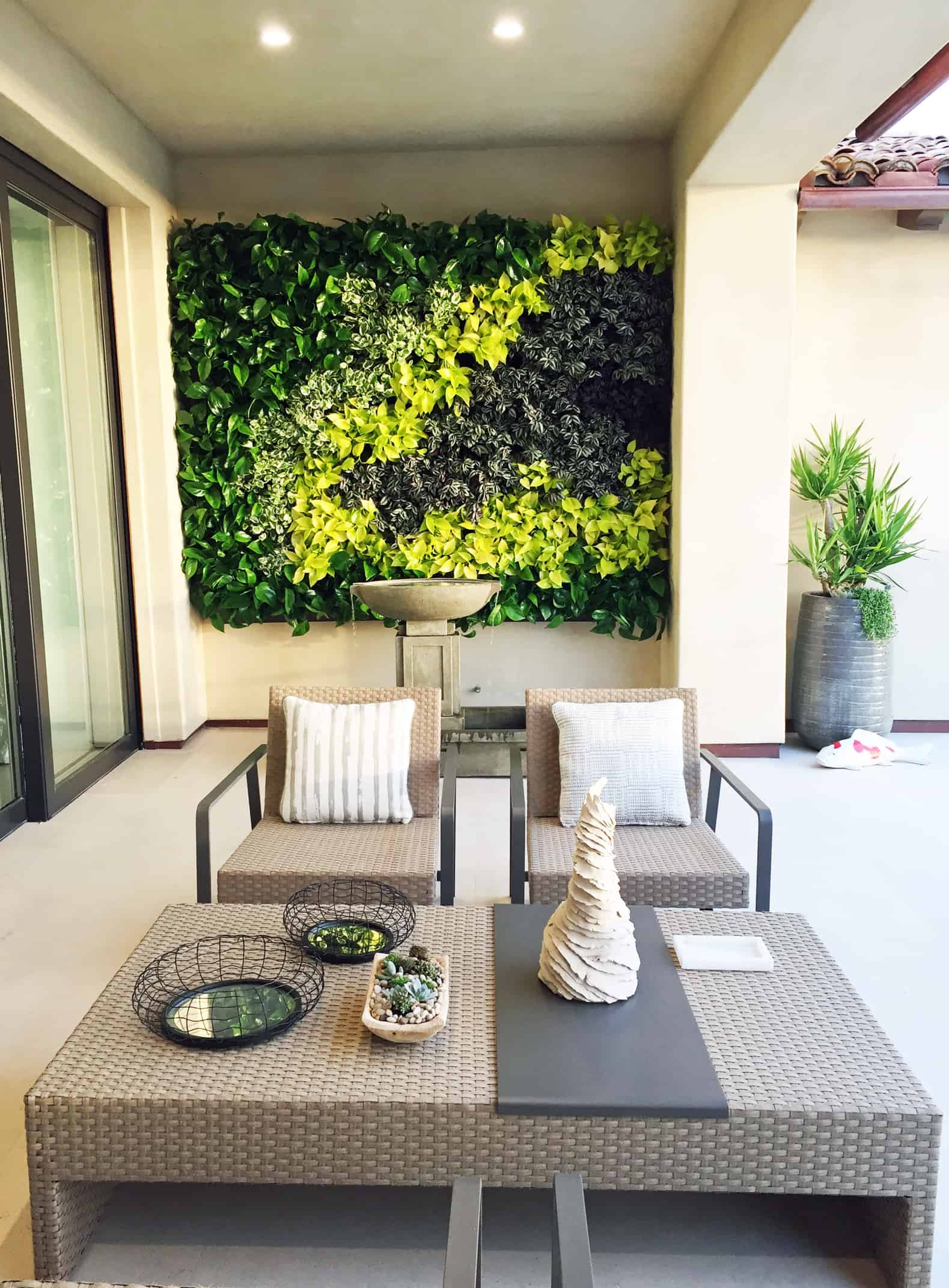 2016 philharmonic house of design plantscapers for Loggia house
