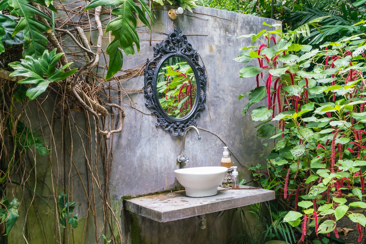 tropical-bathroom